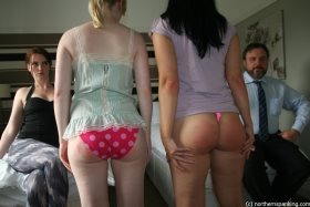 Click to view  Spanking The Neighbours Girl 2/4